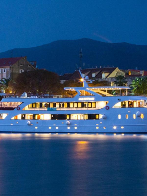 Deluxe cruises 2020